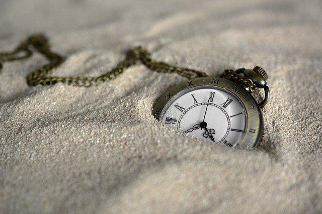 https://pixabay.com/ja/photos/懐中時計-時間の-砂-時間-3156771/#content